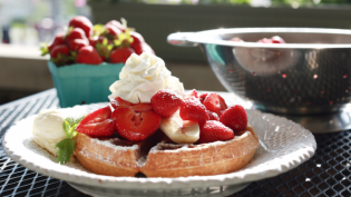 Waffle with Strawberries